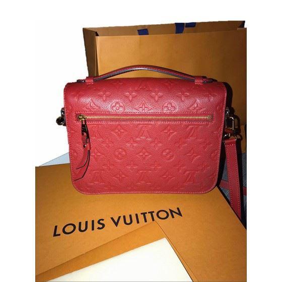 Picture of Louis Vuitton pochette Metis cerise