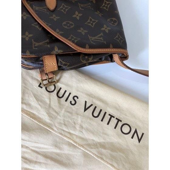 Picture of LOUIS VUITTON, SAUMUR 30 monogram messenger bag
