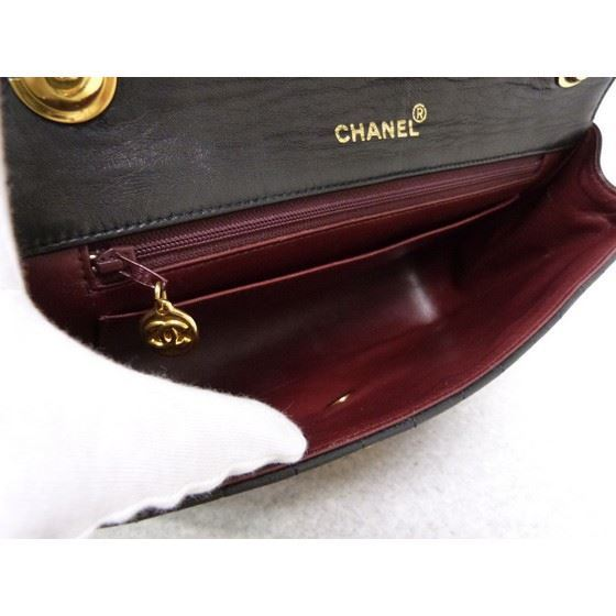 Picture of SPECIAL PIECE: Chanel vertical chevron flap bag