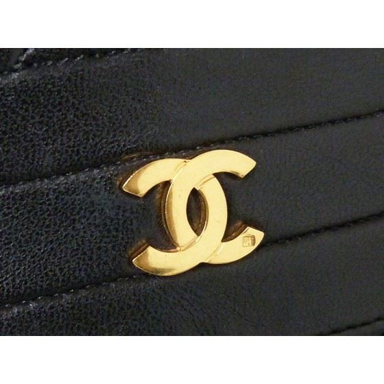 Picture of Chanel chevron medium flap bag